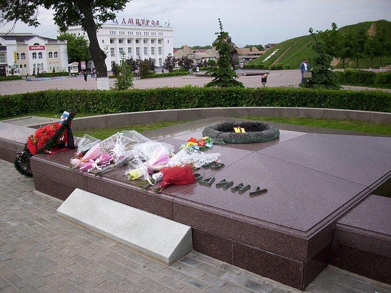 Город воинской славы - Дмитров. Вечный огонь на центральной площади Дмитрова.