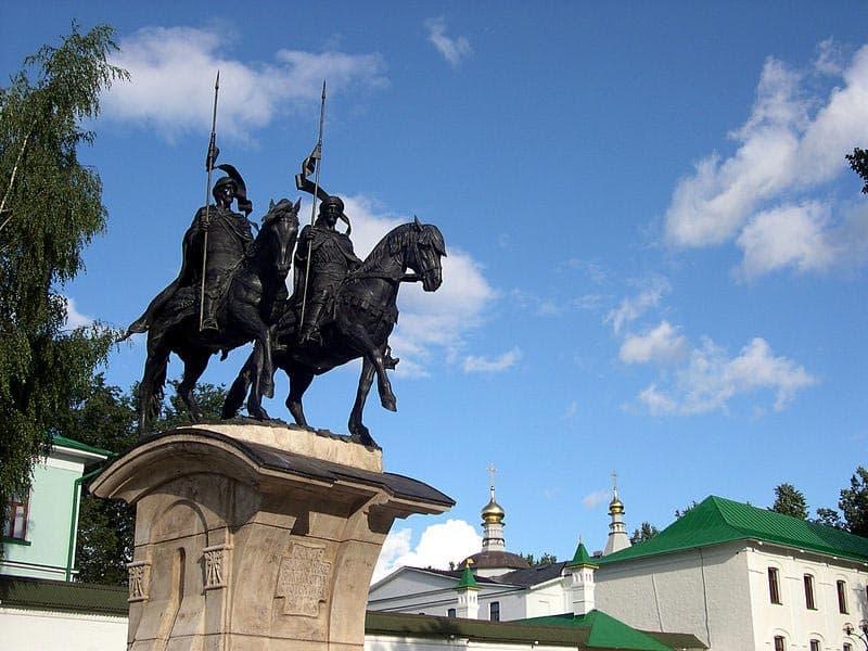 Город воинской славы - Дмитров. Памятник святым Борису и Глебу.