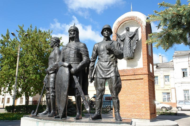 Город воинской славы - Елец Памятный знак в честь 850-летия основания города.