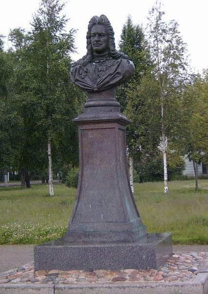 Памятник герцогу ижорскому - Александру Даниловичу Меншикову.