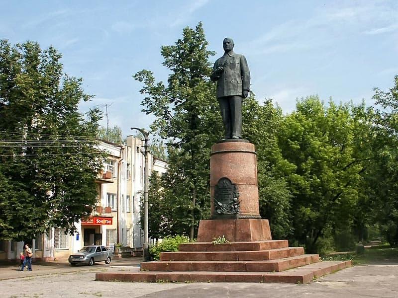 Город воинской славы Ковров. Памятник В.А. Дегтяреву.