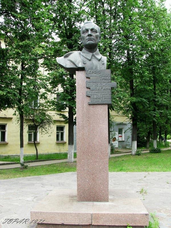 Памятник конструктору оружия Шпагину