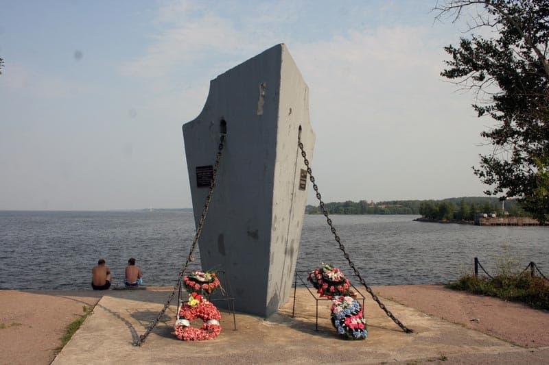 Город воинской славы Ломоносов Место стоянки крейсера «Аврора» в годы войны.
