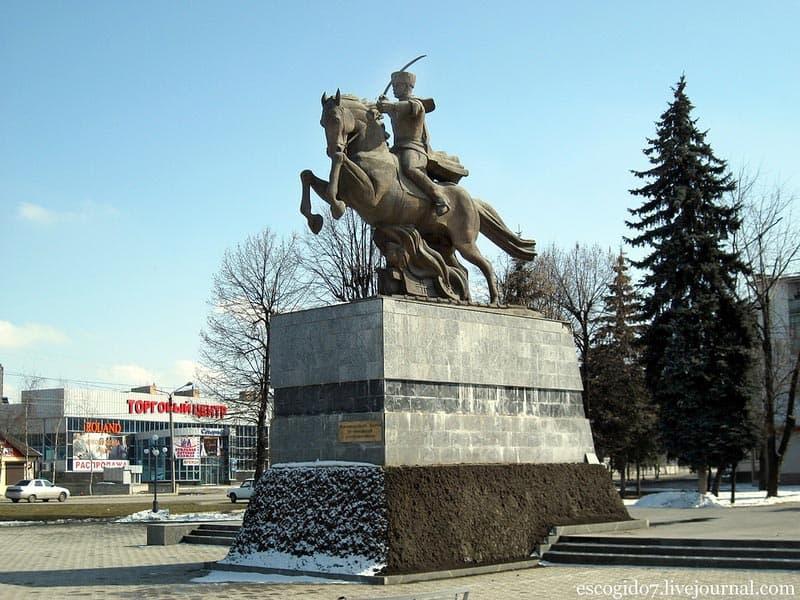 Город воинской славы - Нальчик Памятник в честь 115 кавалерийской «Кавказской» дивизии.