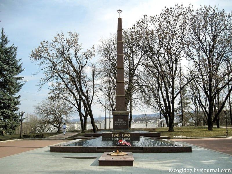Город воинской славы - Нальчик Обелиск славы, вечный огонь.