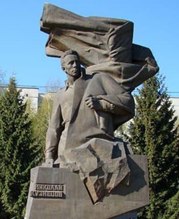http://ordenrf.ru/upload/novosty-info/nikolay-kuznetsov-pamyatnik.jpg