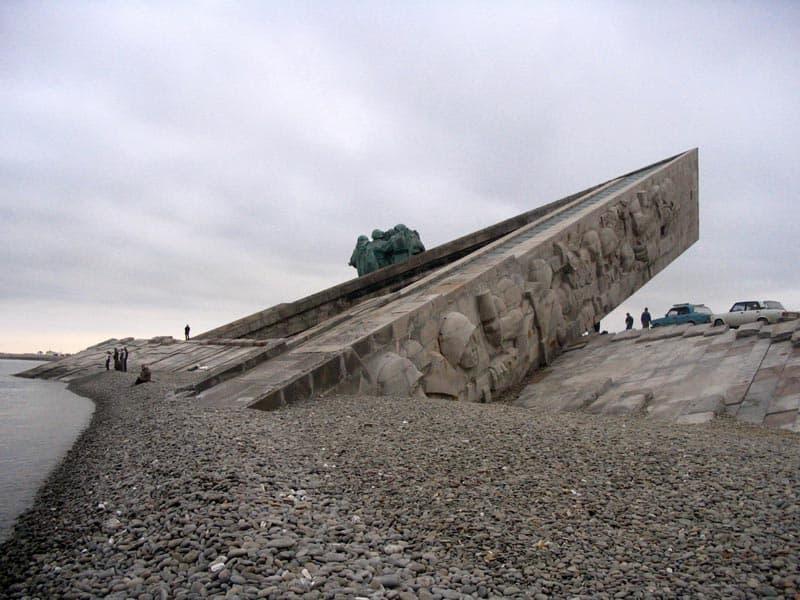 Город герой Новороссийск Вид мемориала со стороны моря