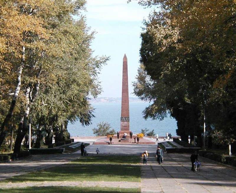 Мемориальный одиночный комплекс из двух видов гранитов Пролетарская вертикальные памятники Яранск