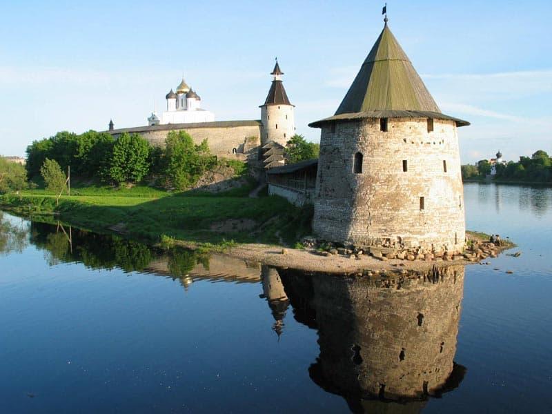 Город воинской славы - Псков. Башня Псковского кремля.