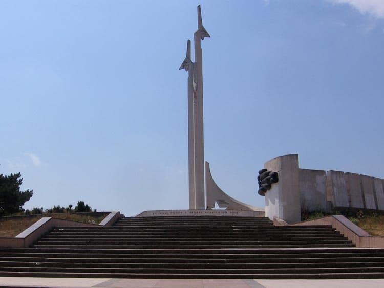 Город герой Севастополь. Памятник летчикам 8-й воздушной армии на Малаховом кургане