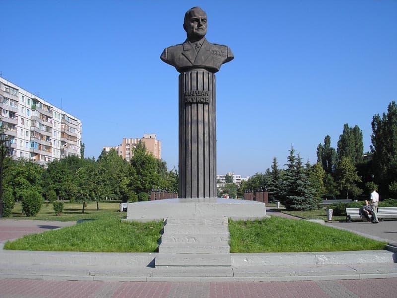 Город воинской славы Старый Оскол  Памятник Г.К. Жукову.