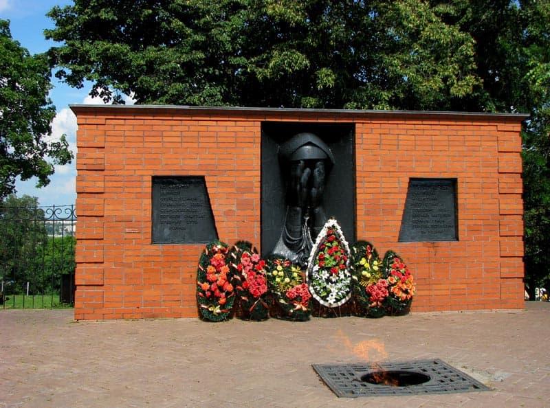 Город воинской славы Старый Оскол  Мемориал «Скорбящая мать».