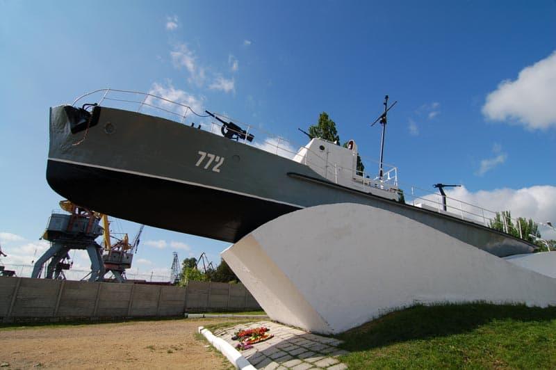 Город воинской славы Таганрог Памятник морякам Азовской военной флотилии.