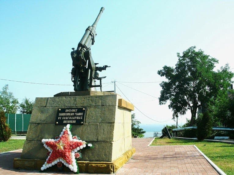 Город воинской славы - Туапсе. Памятник героям зенитчикам.