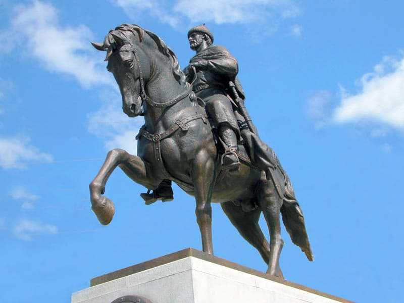 Город воинской славы Тверь Памятник Великому князю Михаилу Тверскому.