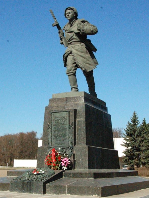 Луки памятник александру матросову