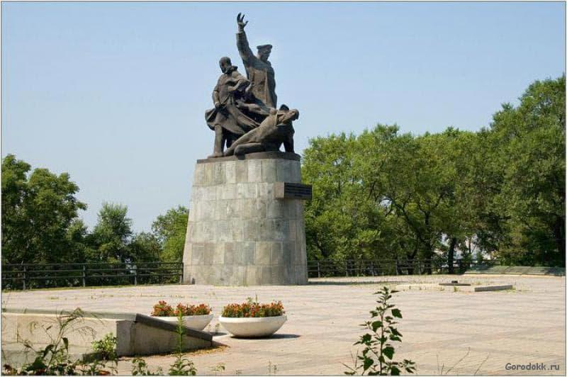 Город воинской славы Владивосток Памятник морякам торгового флота погибшим во время ВОВ.