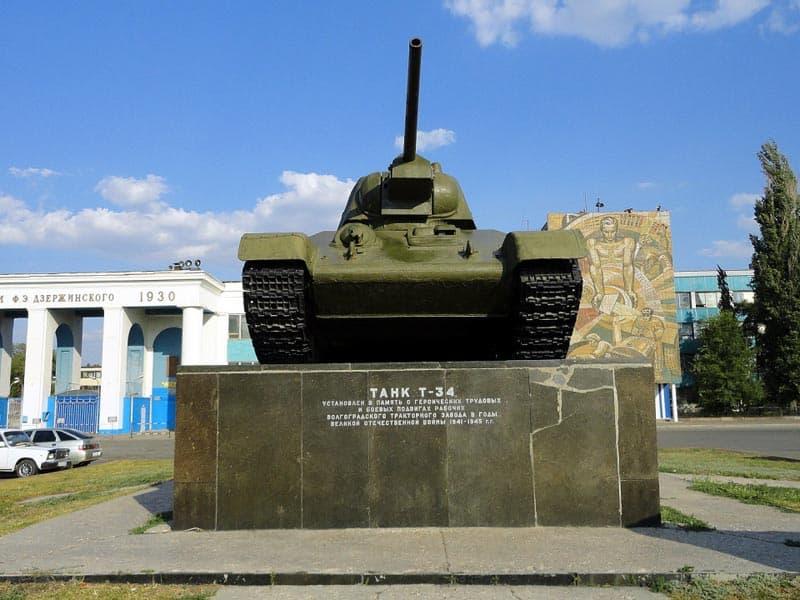 Танк Т-34 у Тракторного завода