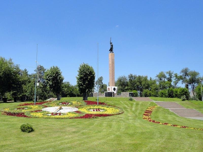 Памятник чекистам - защитникам города