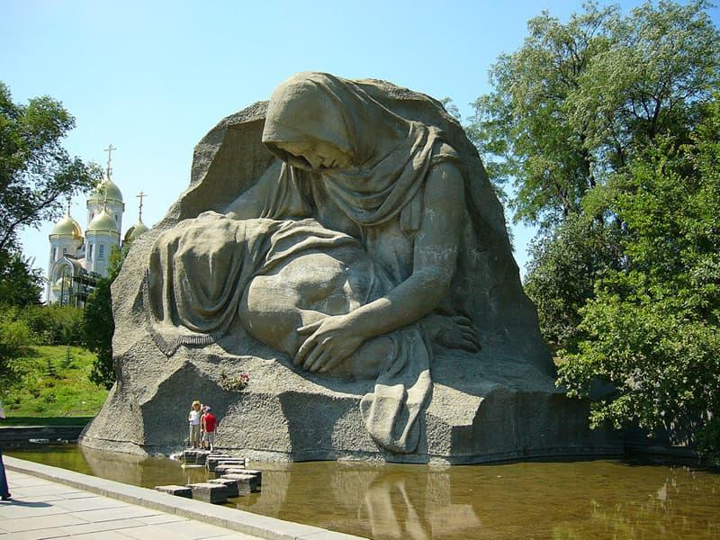 Город герой Волгоград - скорбящая мать